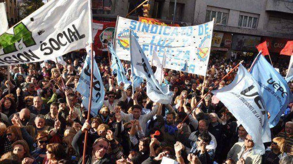 En Córdoba, estatales recibirán un bono extra de $1000