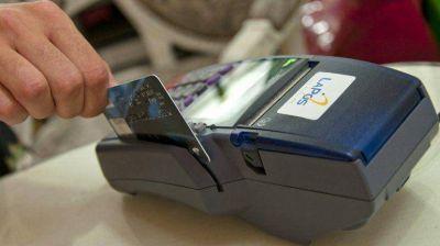 En la primera semana del recargo del 35%, cayeron las compras en dólares con tarjeta
