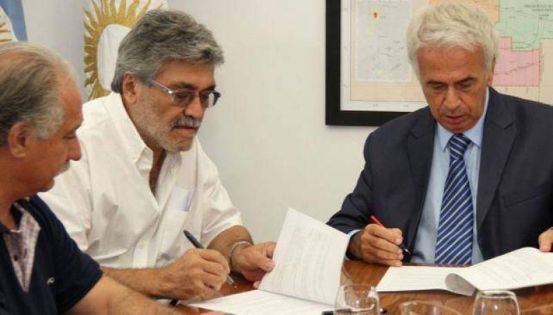 El Gobierno acordó con el SEP y la UEPC el pago de un bono navideño