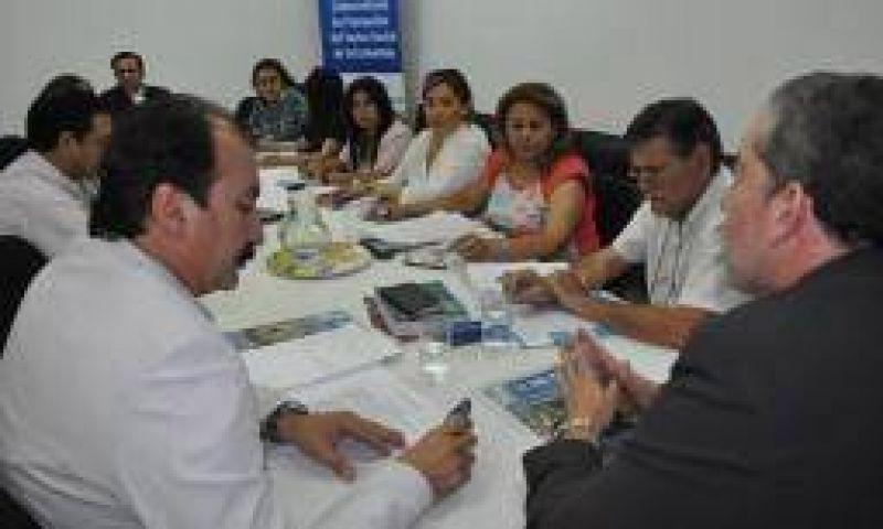 Tres gremios docentes denunciarán su exclusión de las paritarias