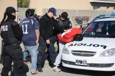 La policía detuvo a otros dos sujetos por la toma de rehenes y allanó cuatro viviendas