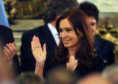 Cristina encabeza el acto de ascenso de las Fuerzas Armadas