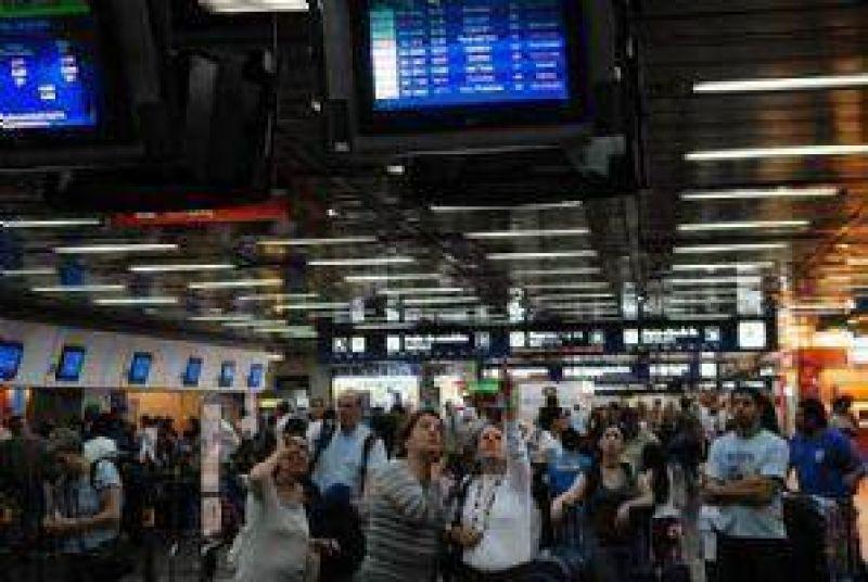 Paran los trabajadores aeroportuarios y Neuquén se ve afectado