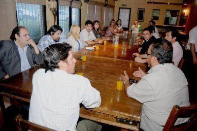 Gremios docentes postergaron discusión salarial para 2014