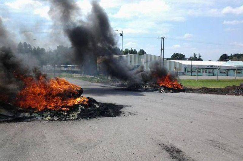 Continúa el conflicto en el Parque Industrial con los trabajadores de la firma CIMPAL