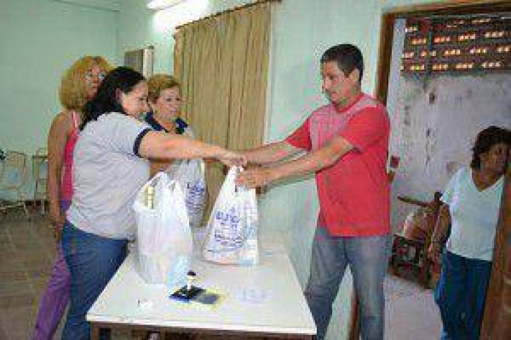 UPCN entregó pan dulce y sidra a unos 10 mil afiliados