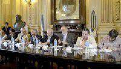 Fellner encabez� la firma del documento �Paz en Jujuy!