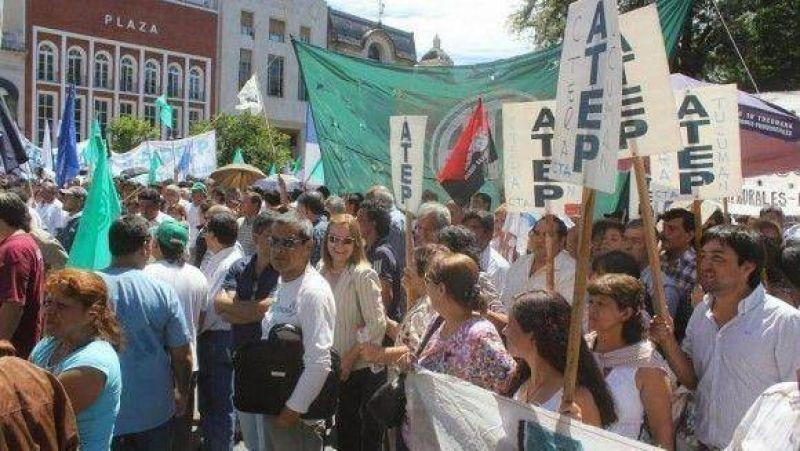 En ruidosa protesta, estatales reclamaron reapertura de paritarias