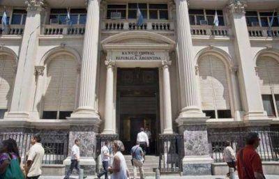 La AFIP duplicó la cantidad de dólares que autoriza comprar a turistas