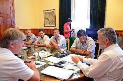 Con cambios, Curetti volvió al principal despacho de Patagones