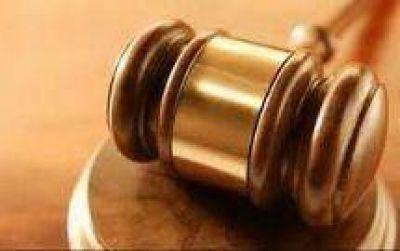 Hugo Pfister Ar�oz: Un juez laboral cuestionado