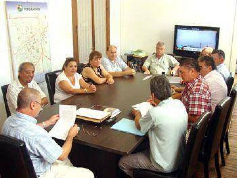 La Comuna acord� con los gremios un aumento salarial del 27,44 por ciento