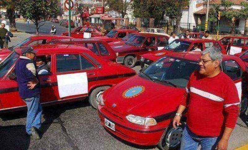 Reunión entre taxistas y AMT