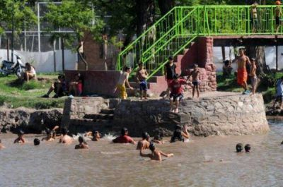 Resignados, los tucumanos huyen de los malos servicios de EDET y la SAT