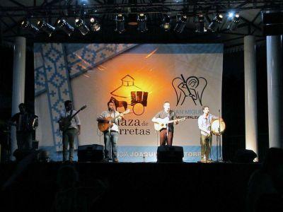 """El 2013 cerró a lo grande con """"Los Pampas"""" en la Plaza de las Carretas"""