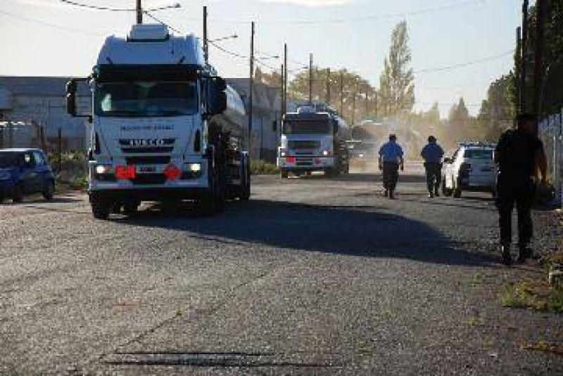 Por 14 horas bloquearon la destilería de Huincul