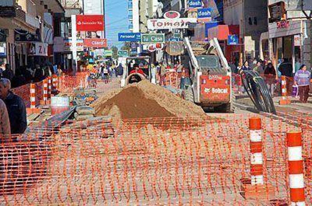 El intendente recorrió las obras de remodelación que se ejecutan en la tercera cuadra de la peatonal San Nicolás