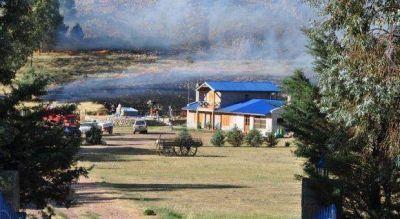 """Trankels afirmó que """"el incendio está activo"""" aunque está """"resguardada Villa Ventana"""""""