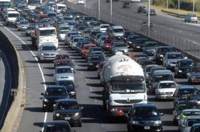 Continúa el éxodo turístico: más de 2.000 vehículos se desplazan por hora hacia la Costa