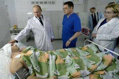 """Vladimir Putin al visitar los heridos: """"Continuaremos la lucha contra los terroristas hasta su completa aniquilación"""""""