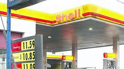 En el interior, un litro de nafta premium se paga hasta $ 13