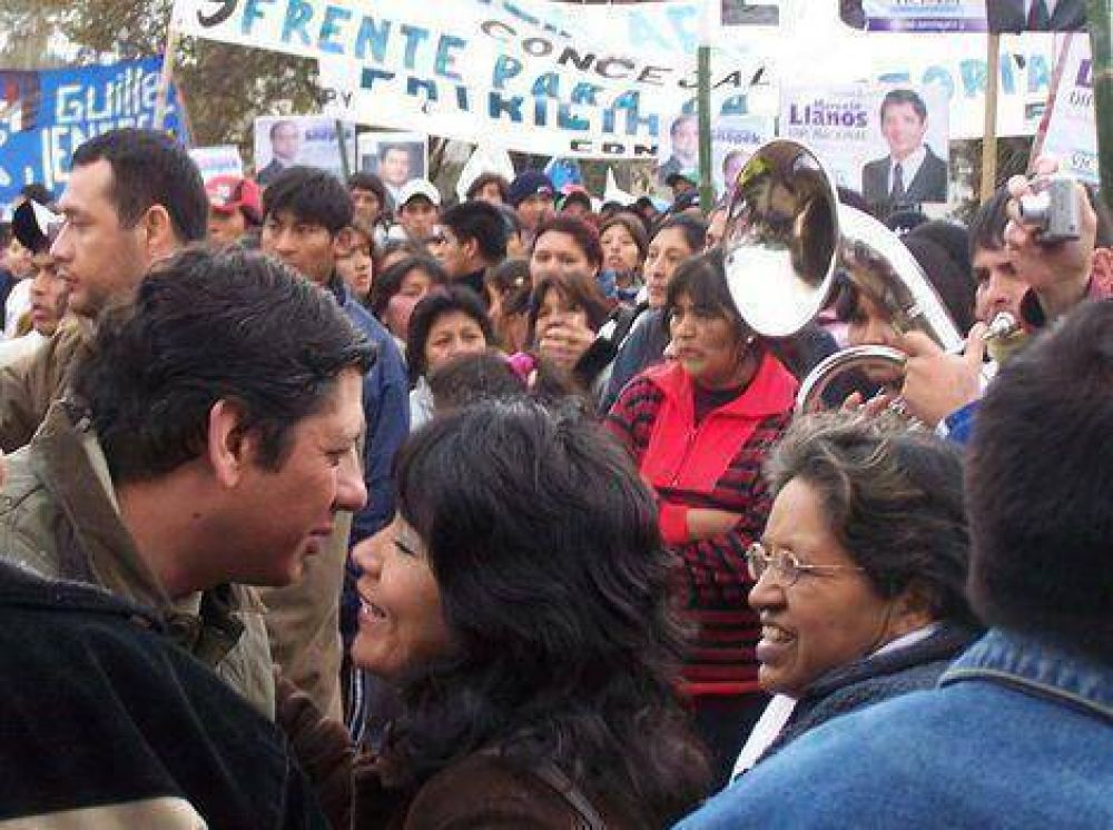 Llanos acompañó a los candidatos a concejales en una caminata por Alto Comedero