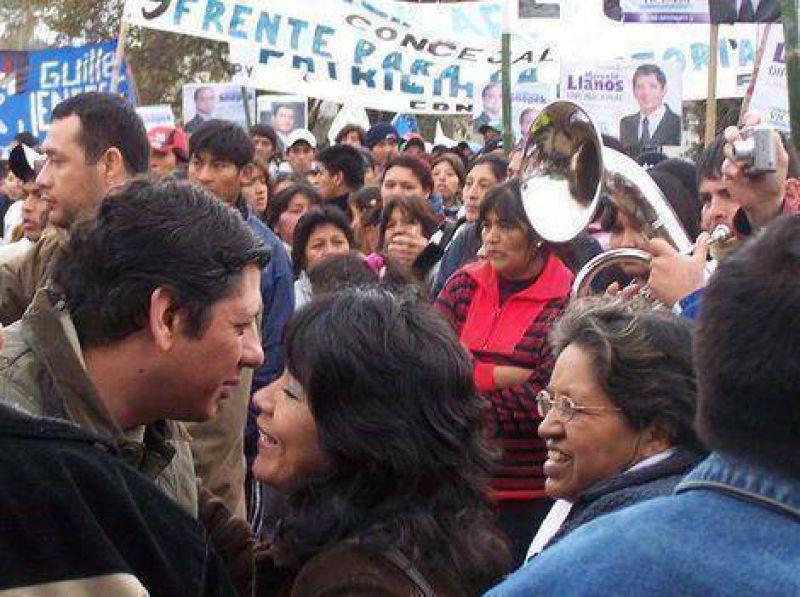 Llanos acompa�� a los candidatos a concejales en una caminata por Alto Comedero