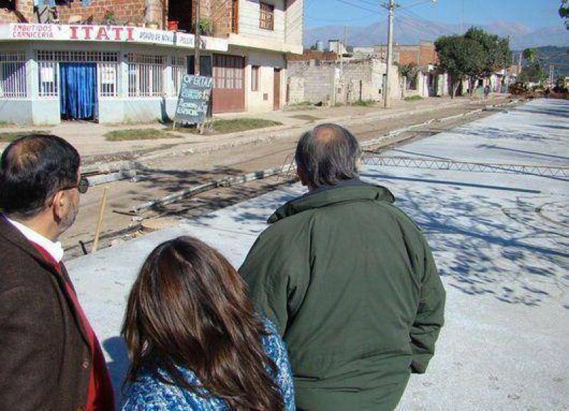 Avanza la pavimentación de la avenida Marina Vilte en Alto Comedero