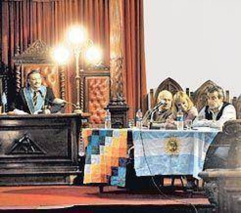 Sin secretos, los masones se metieron en la campaña