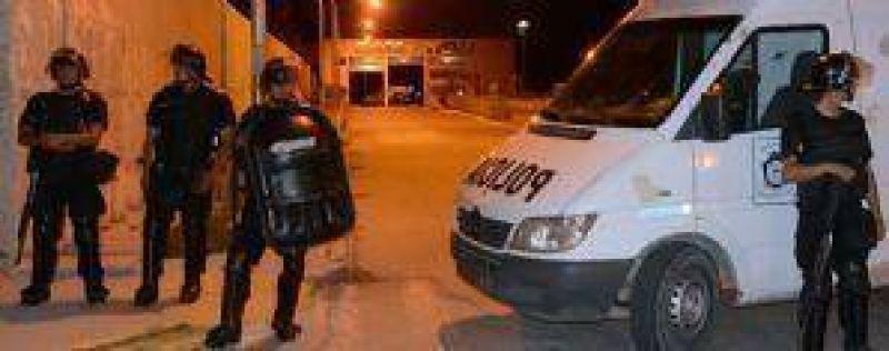 Desalojaron el CAM a la madrugada y enfermeros escracharon la casa del ministro Gutierrez