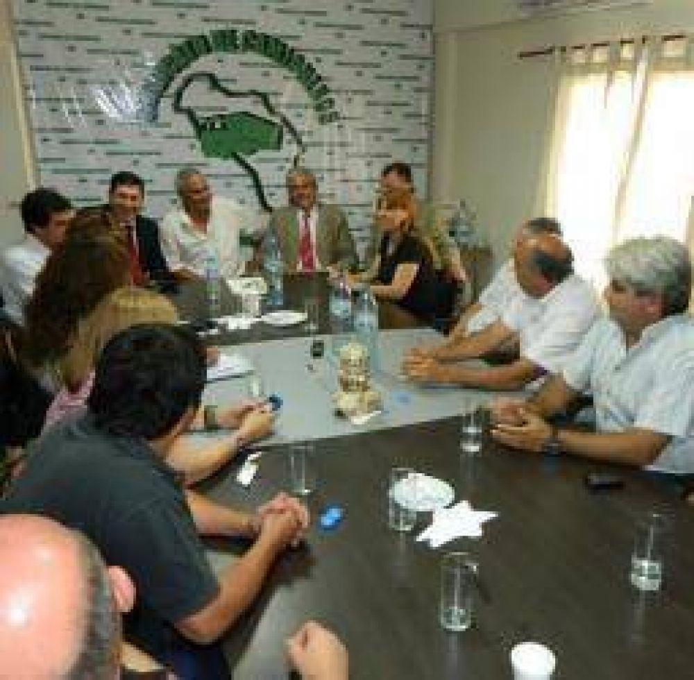El gobierno abrió la ronda de diálogo con los gremios riojanos