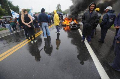 Estatales definen hoy si intensifican la protesta