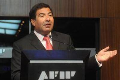 Denuncian a Ricardo Echegaray ante la Oficina Anticorrupción