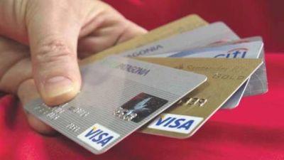 Dólar turista: retrocedió 32% la demanda de divisas y el gasto con tarjetas de crédito