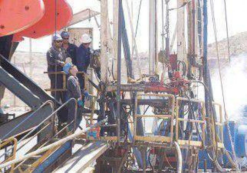 Petroleros acordaron una suba de $4 mil durante tres meses
