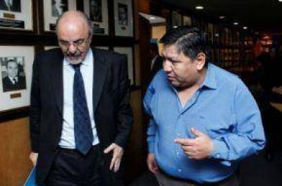 Avila dice que un juez se quedó con una cajita con plata para perjudicar a petroleros