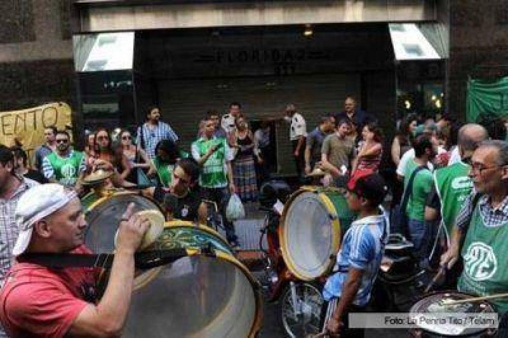 """Protesta de ATE Capital frente a la Subsecretaría de Derechos Humanos por """"despidos y vaciamiento"""""""