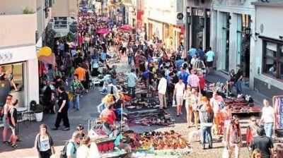 La feria de San Telmo ya llega a Plaza de Mayo y se vende cualquier cosa