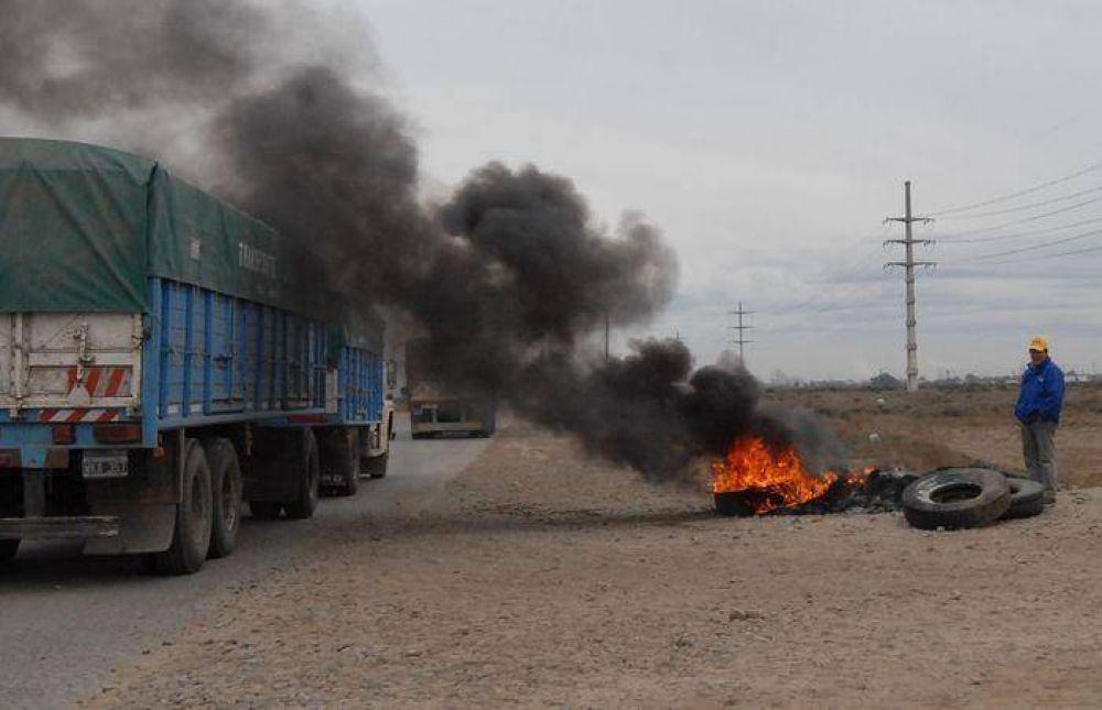 Camioneros cortarán los accesos al puerto y el Polo