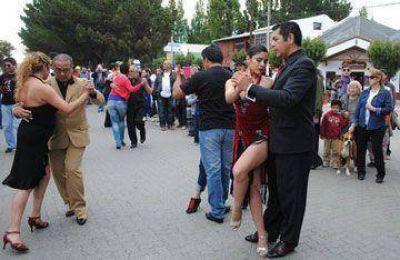 El tango callejero acaparó la atención