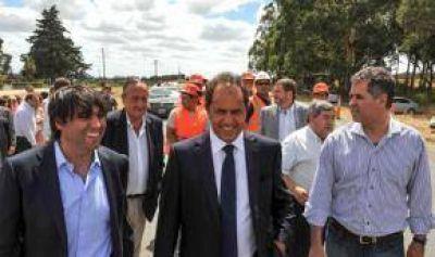 Scioli firmó el contrato para obra estratégica en la ruta 74