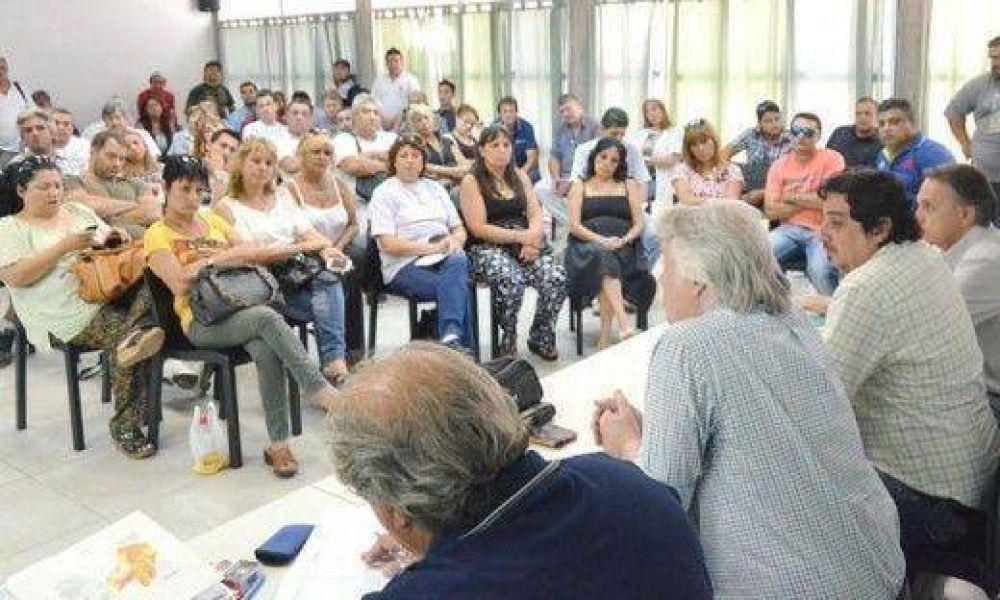 Municipio promete revisar la situación de los ocho cesanteados