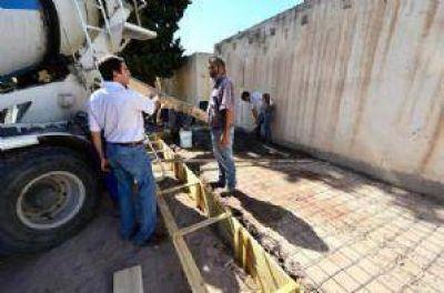 Realizan obras de mejoramiento en cementerios de la ciudad