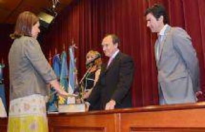 Juan Manuel Urtubey asistió a la toma de juramento de la nueva Defensora General de la Provincia