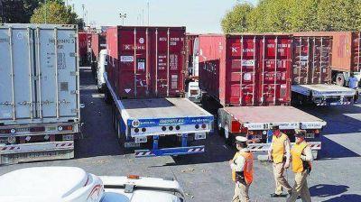 Desalientan el ingreso diurno de camiones y amplian el horario de atención de la aduana porteña
