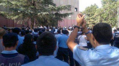 Separan a cuatro policías por promover un nuevo autoacuartelamiento