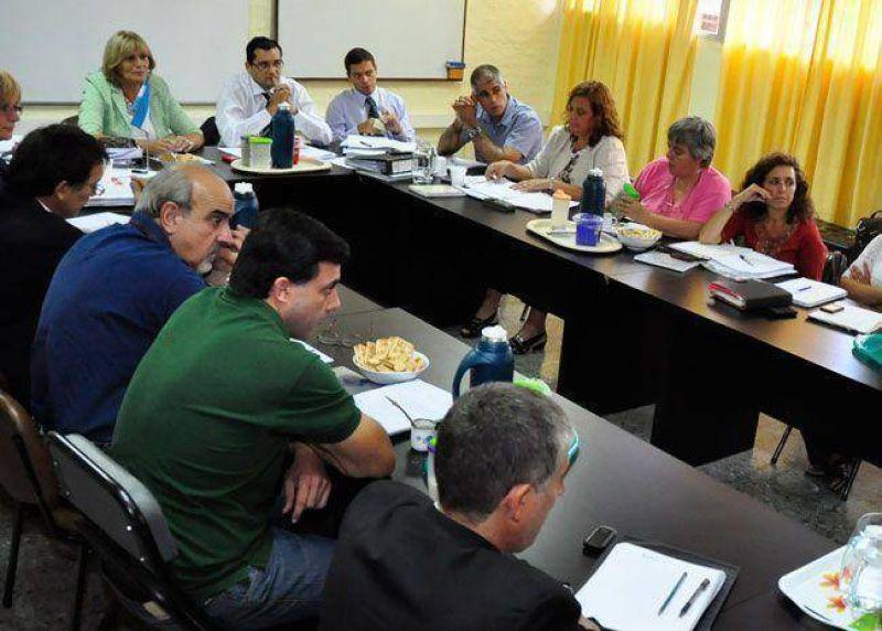 AMET y UTELPA pidieron la apertura de la paritaria salarial para el 7 de febrero