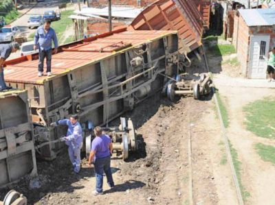 Analizan erradicar a dos mil familias para que pueda ingresar el tren a Rosario Norte