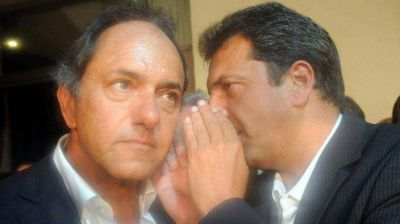 Scioli y Massa aparecieron juntos en un acto de Barrionuevo antes del cónclave sindical opositor