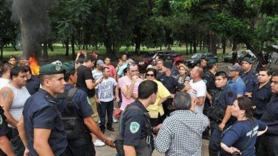 Polic�as de Entre R�os exigieron en la ruta que Urribarri abone el salariazo que dio en diciembre